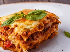 Dallas Steakhouse Al Biernat's Launches Vegan Menu Featuring Tofurky Sausage Lasagne . Weight Watchers Lasagne, Weight Watchers Meals, Slow Cooking, Top Recipes, Meat Recipes, Italian Dishes, Italian Recipes, Slow Cooker Recipes, Crockpot Recipes