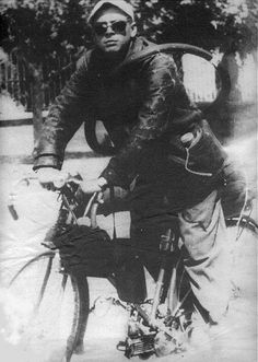Che Guevara touring through northern Argentina 1948 Barbour, Che Guevara Images, Ernesto Che Guevara, Fidel Castro, Belstaff, Popular Culture, Revolutionaries, Touring, Famous People