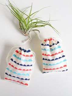 Make   give | Scallop patterned treat bags