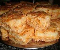 Receita de Massa de torta de liquidificador - Show de Receitas 1 xícara de óleo3 ovos3 xícaras de trigo2 xícaras de leite3 colheres de sopa de queijo ralado1 colher de fermentoRecheio a gosto Bater tudo no liquidificadorUntar a forma e colocar a massaPor último o recheio a gostoLeve para assar