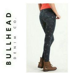 "BULLHEAD STAR SKINNY JEANS BULLHEAD STAR SKINNY JEANS 81% Cotton 18% Polyester 1% SPANDEX Waist 30"" Length  30"" Stretch Bullhead Jeans Skinny"