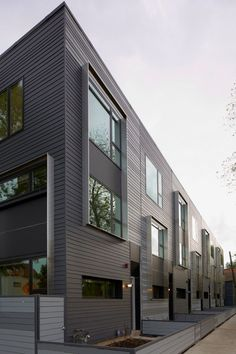 Alternating Heights of Window Frames  - Flexhouse: Eco Friendly Row Homes in Chicago in architecture  Category