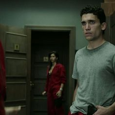 You are watching the movie Money Heist on Putlocker HD. Netflix Series, Series Movies, Movies And Tv Shows, Tv Series, Orphan Black, Grey's Anatomy, Disney Letters, Love Actually, Hard To Love