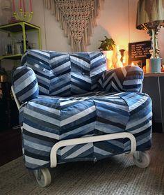 "Meri Weckman sanoo Instagramissa: ""💙💙💙 #oldjeansnewlife #denim #upcycling #recycling #diyfurniturecover #diy #diyhome #homedecor #armchair #ikeahack #oldjeans…"" Diy Furniture Covers, Old Jeans, Ikea Hack, New Life, Upcycle, Armchair, Recycling, Lounge, Couch"