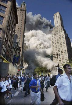 This image shows the moment where the first plane hits the first twin towers at World Trade Center. Individuals are trying to escape this gruesome and horrific scene. World Trade Center, Trade Centre, We Will Never Forget, Lest We Forget, 11 September 2001, Moslem, 10 Years After, Historia Universal, New York