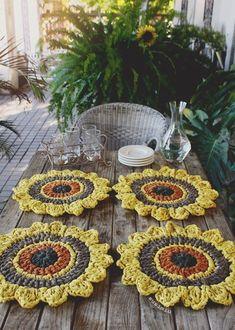 knitting patterns to buy Crochet Diy, Crochet Round, Crochet Home, Crochet Placemats, Crochet Doilies, Crochet Flowers, Knitting Projects, Crochet Projects, Knitting Patterns