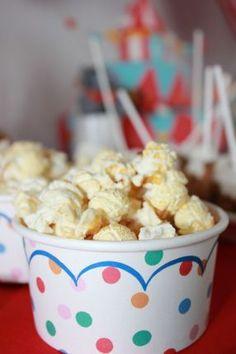 Popcorn in den #Eisbechern ist ein muss auf einem #Kindergeburtstag mit dem Motto #Zirkus #Party. Dekoshop www.helavik.de