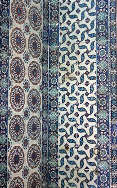 beautiful iznik tiles at Rüshtem Pasa mosque, walking tour with Istanbul Privé (www.facebook.com/IstanbulPrivé)