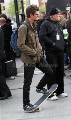 The new Peter Parker - Andrew Garfield looks fabulous with rims Tom Holland, Andrew Garfield Spiderman, Khaki Jacket, Best Superhero, 2 Movie, Amazing Spiderman, Attractive Men, Man Crush, My Man
