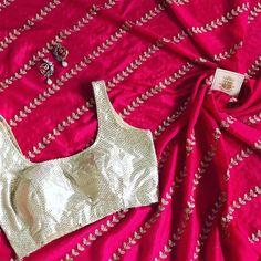 Saree Blouse Neck Designs, Saree Blouse Patterns, Set Saree, Saree Dress, Modern Saree, Simple Sarees, Saree Models, Stylish Sarees, Dress Indian Style
