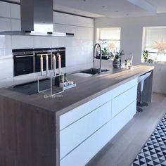 La imagen puede contener: cocina e interior Kitchen Extension, Kitchen Dining, Kitchen Worktop, Kitchen Decor, Contemporary Kitchen, Modern Kitchen, Interior, Kitchen Design, Home Decor