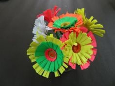 Paper Crafts Tutorial:  How to make Quilling Paper Flower.
