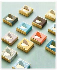 미니 초콜릿을 포장한 모습이네요..단순한 하트표현이 넘 귀여워요~^^ 하트를 정확히 오려낼 자신이 없다면...