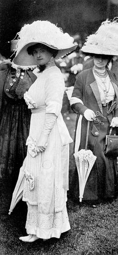 Fashion at the races, Les Modes July 1910. Photo by Édition.