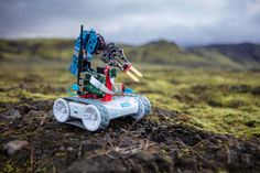 RVR is Sphero's all-terrain, customizable, & programmable robot car. Code with it, build on it, & hack the robot of your dreams. Where will RVR take you? Programmable Robot, Mobile Robot, Electronic Kits, Kids Inspire, Steam Activities, Robot Arm, Play Based Learning, Educational Games, Level Up