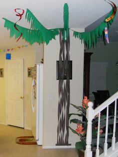 Streamer Palm Trees on walls?  Need some sort of palm tree!