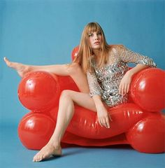 1960s icon Jane Birkin on an inflatable chair... #WCD16 #WECANDANCE2016 #SPACE…