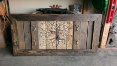 Use Pallet Wood Projects to Create Unique Home Decor Items – Hobby Is My Life Recycled Pallets, Wooden Pallets, Pallet Wood, Into The Woods, Pallet Projects, Woodworking Projects, Woodworking Plans, Pallet Ideas, Workbench Plans
