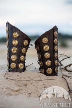 Leather bracers with brass accents for your Roman character. Signature materials quality and etching, as always at ArmStreet. Available in: brown leather, black leather, brass Roman Armor, Arm Armor, Roman Characters, Roman Artifacts, Leather Bracers, Medieval Armor, Medieval Dress, Roman Jewelry, Roman Soldiers
