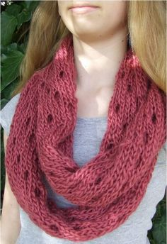 Easy Eyelet Infinity Cowl | This cowl knitting pattern is easy but still gorgeous.