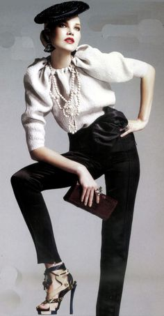 Top, pearls, pants, shoes. Chic.