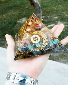 All about orgonite, its properties, and how it enhances crystal power. Crystal Magic, Crystal Grid, Crystal Healing, Uv Resin, Resin Art, Crystals And Gemstones, Stones And Crystals, Diy Resin Crafts, Crystal Shapes