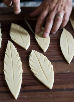 Quick and easy way to pretty up any pie! Tutorial on How to make gorgeous pies with leaf pie crust designs | /whiteonrice/