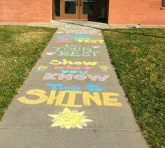 let kids take turns designing ideas and have classmates help them with THEIR idea Staar Test, Sidewalk Chalk, Sidewalk Ideas, Test Day, Student Motivation, School Decorations, School Fun, School Stuff, School Ideas