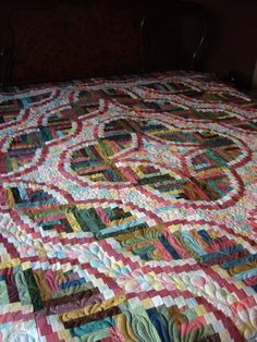 Snake River Log Cabin ~ gorgeous quilting!