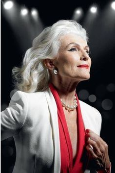 60 Popular Haircuts & Hairstyles For Women Over 60 - 60 Popular Haircuts & Hairstyles For Women Over 60 – Hairstyles & Haircuts for Men & Women - Beautiful Old Woman, Beautiful Clothes, Pretty Woman, Advanced Style, Advanced Hair, Ageless Beauty, Popular Haircuts, Aging Gracefully, Grey Hair