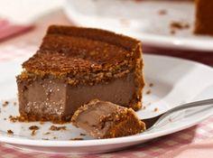 Torta cremosa de amendoim e chocolate - Veja como fazer em: http://cybercook.com.br/receita-de-torta-cremosa-de-amendoim-e-chocolate-r-7-108764.html?pinterest-rec