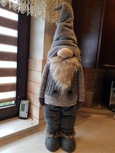 Gnome Tutorial, Front Door Christmas Decorations, Homemade Dolls, Christmas Tree Inspiration, Scandinavian Gnomes, Navidad Diy, Christmas Gnome, Beautiful Christmas, Holiday Crafts