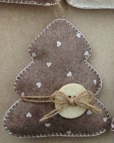 You are in the right place about Diy Felt Christmas Tree for toddlers Here we offer you the most bea Christmas Crafts Sewing, Homemade Christmas Crafts, Diy Felt Christmas Tree, Handmade Christmas Decorations, Christmas Projects, Holiday Crafts, Diy Christmas Ornaments, Beaded Ornaments, Felt Crafts