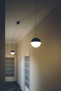 Buy online String light - sphere head By flos, led pendant lamp design Michael Anastassiades, home collection - pendant Collection Modern Brass Lighting, Modern Pendant Lamps, Lamp Decor, Flos, Wooden Pendant Lighting, Flos Light, Ball Lights, Ball Lamps, Corridor Lighting