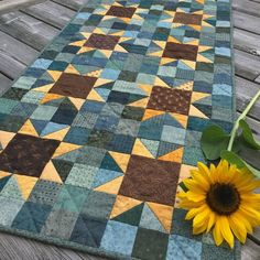 Quilting Sunflowers Quilt Pattern PDF by Jen Daly Quilts Instant Star Quilts, Scrappy Quilts, Mini Quilts, Patchwork Quilting, Blue Quilts, Hand Quilting, Sunflower Quilts, Sunflower Pattern, Sunflower Colors