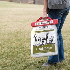 It's so easy to use! Carrying and storing your Chaffhaye Bags has never been easier!  No hassle clip makes the Handy Camel the perfect Chaffhaye partner.   The no-tear design teeth won't puncture your bag, even on thin potting mix bags. $11.00