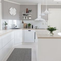 Complete the look with that fabulous golden taste of the mid-century style and voilá! You'll have your room complete. Kitchen Living, New Kitchen, Kitchen Interior, Kitchen Decor, Minimalist Kitchen, Scandinavian Home, Home Design, Cool Kitchens, Home And Living