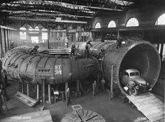 Schweizer Exportprodukt: Montage des Spiralgehäuses der Francis-Turbine für das Sungari-Kraftwerk in der Mandschurei. (1939)