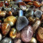 Rock Tumbling: Free Beginner's Guide to Tumbling Gemstones Raw Gemstones, Minerals And Gemstones, Rocks And Minerals, Geode Rocks, Gem Hunt, Rock Tumbling, Diamond Drawing, Tanzanite Stone, Wine Cork Crafts