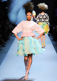 Christian Dior Fall 2011 Couture - Review - Fashion Week - Runway, Fashion Shows and Collections - Vogue - Vogue