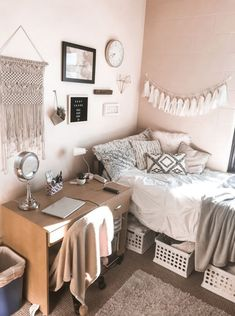 Dive to Multi-Purpose Bedroom as They Become Teenage - teen girl bedroom decoration. Deal with your teen to creatively resolve the following ... #whit... Bedroom Ideas For Teen Girls, Cute Teen Rooms, Cool Dorm Rooms, Small Teen Room, Dorm Room Themes, Bedroom Small, Bedroom Themes, Small Rooms, Bedroom Colors