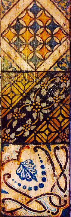 Particolare tavola in legno con riproduzione in pittura di antiche maioliche. Fiorella Bonanno