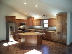 Maple cabinets with Honey finish and granite countertops in Typhoon Bordeaux (14-39)