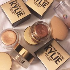 makeup, kylie jenner, and kylie cosmetics image Kylie Makeup, Makeup Goals, Love Makeup, Skin Makeup, Makeup Brushes, Kylie Jenner Makeup Products, Makeup Style, Shadow Shadow, Sombras Mac