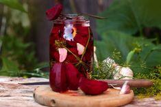 Sfeclă roșie la borcan - rețete de conserve delicioase pentru iarnă Canned Pickled Beets, Pickled Eggs, Love Beets, Red Beets, Survival Food, Emergency Preparedness, Duck Eggs, Harvest Season, Fresh Dill