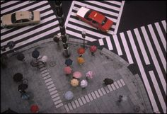 Photo © Harry Gruyaert/Magnum Photos JAPAN. Tokyo. Crossing in the Ginza district. 1996.