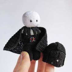 Não é totalmente da minha autoria. Original do Crafty Dork. #darthvader #starwars #portugal #love #crochet #feitocomamor #madewithlove #artesanto #amigurumi