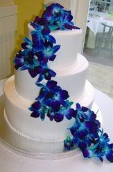 blue wedding flowers cake!