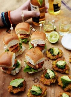 Frugal Food Items - How To Prepare Dinner And Luxuriate In Delightful Meals Without Having Shelling Out A Fortune Mexican Fish Sliders With Smoked Paprika Mayo, Avocado, Corn and Prawn Fritters With Coriander Lime Pesto Burger Recipes, Seafood Recipes, Mexican Food Recipes, Cooking Recipes, Healthy Recipes, Appetizer Recipes, Mexican Menu, Tapas Recipes, Slider Recipes