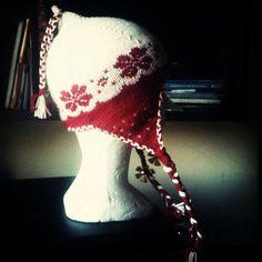 Le Bonnet Mi-Mi ( Mi-Péruvien, Mi-Norvégien) - L'habilleuse